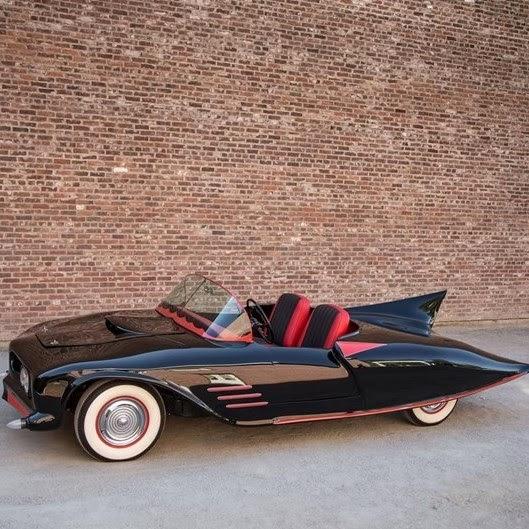 Já pensou em andar de Batmóvel? O Oldsmobile terá preço inicial de 90 mil dólares
