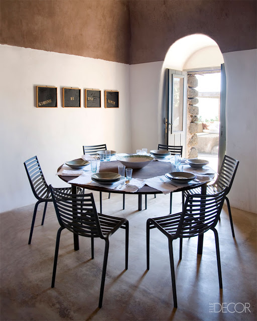 blog.oanasinga.com-interior-design-photos-simple-rural-black-white-brown-dining-room-flavio-albanese-pantelerria-italy+(1)