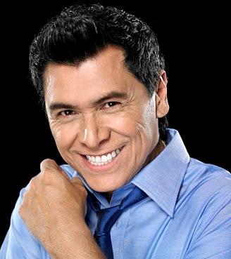 Álvaro Torres con linda sonrisa