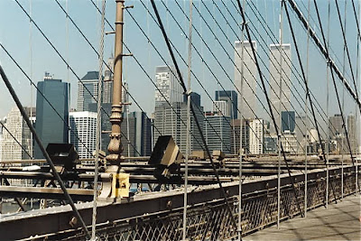 A linea on Brooklyn Bridge - May 23, 1994