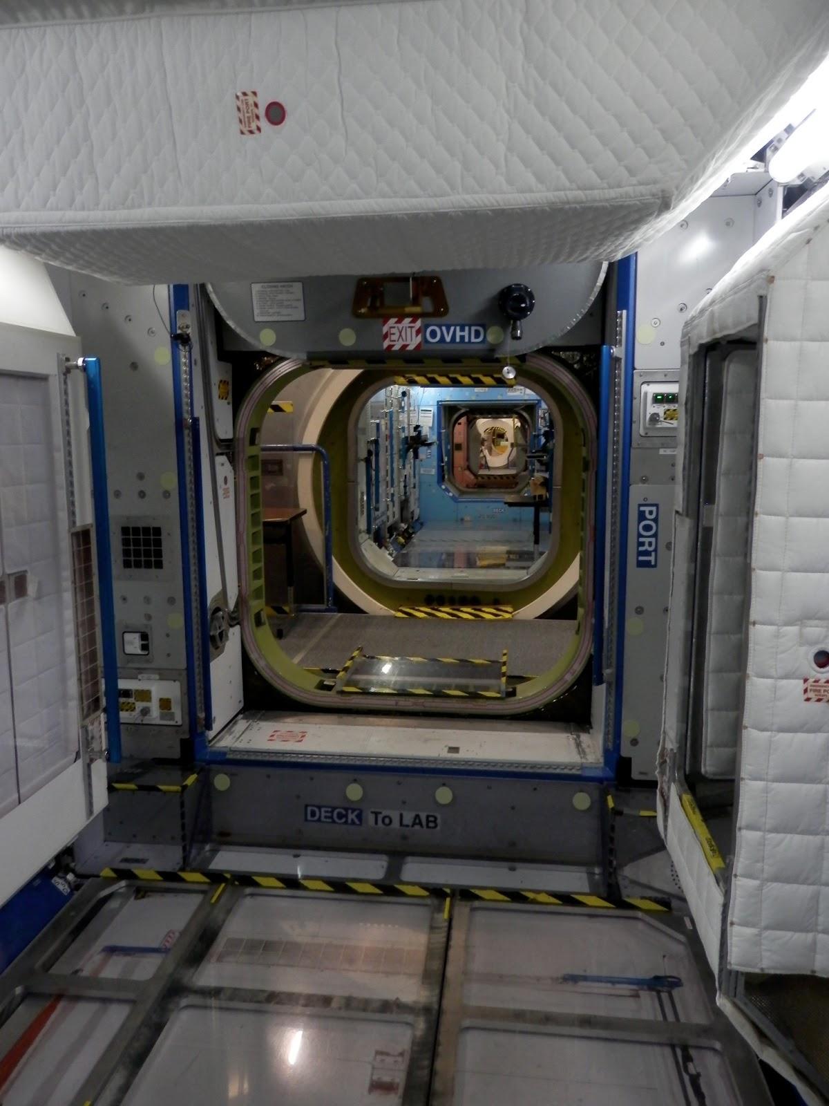 astronauts sleeping compartment - photo #22