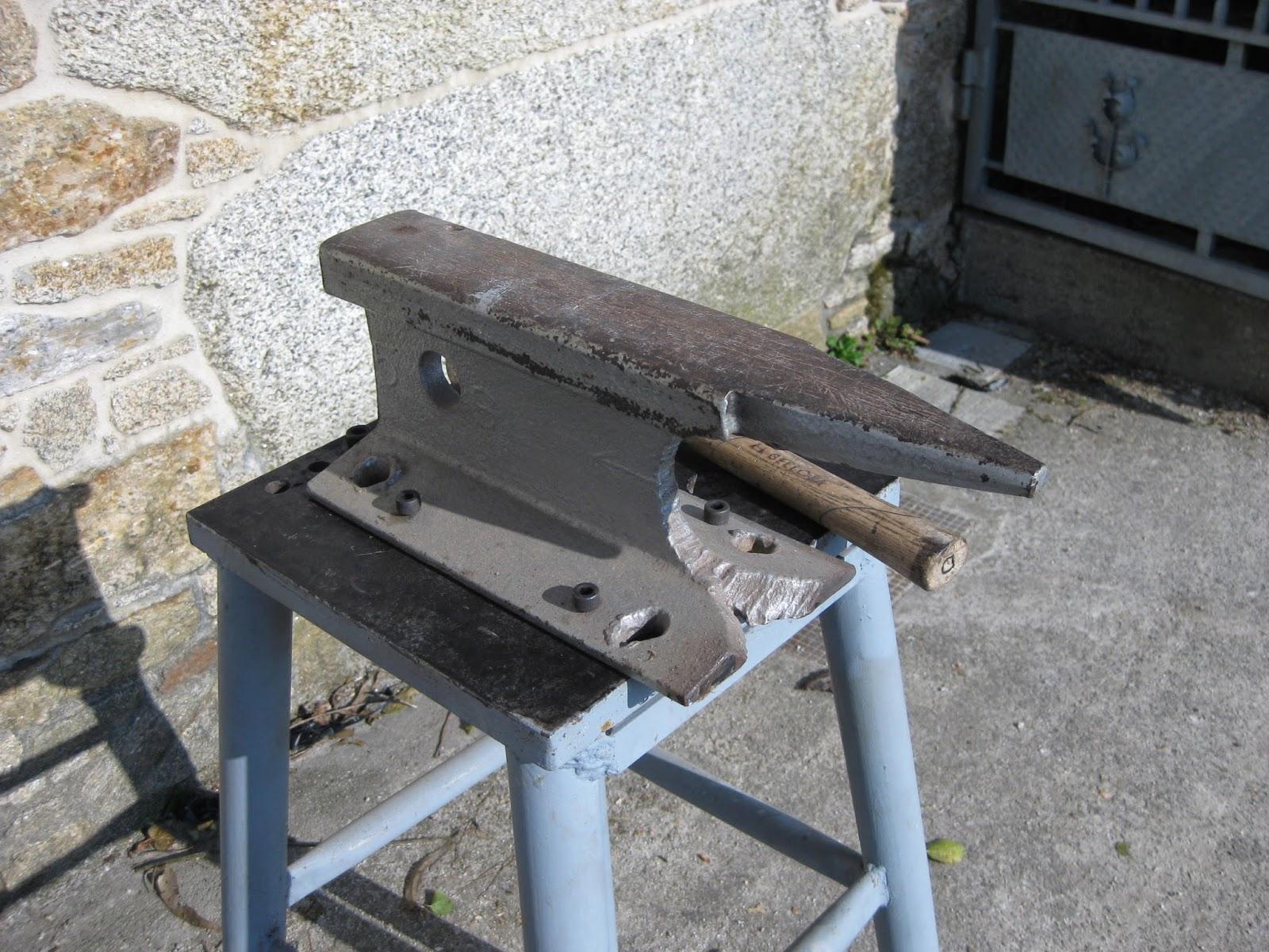 Bricolaje oficios y otras cosas mesa para trabajar el hierro for Mesa herramientas