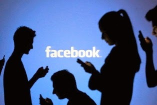 Curhat dan Selfie di Facebook