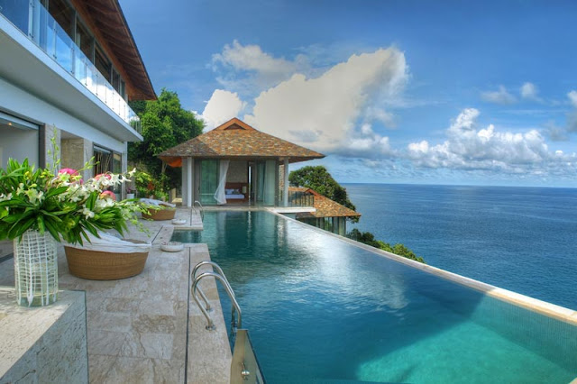 Swimming pool overlooking the ocean in Phuket