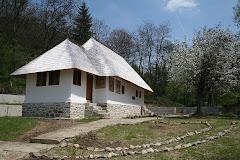Biserica Grusteu, comuna Costesti, judetul Valcea