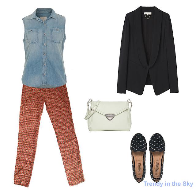 Look con pantalón pijama, camisa vaquera sin mangas, blazer y slipper de color negro y bolso blanco.