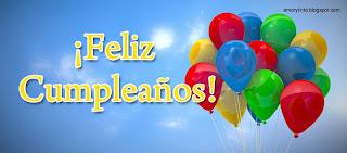 globos de cumpleaños volando en el cielo