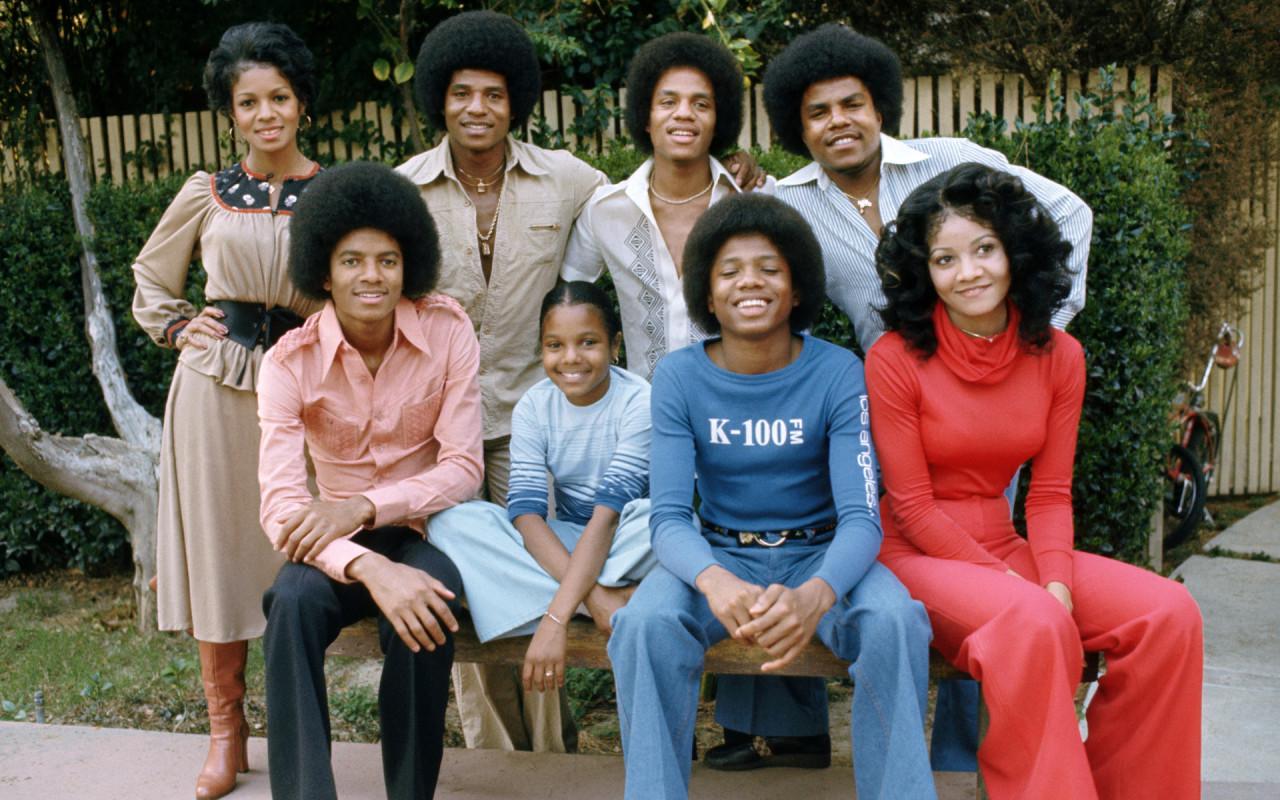 http://4.bp.blogspot.com/-V4WySpgvOVU/T7XyiauT5WI/AAAAAAAAAes/82QPiOIJvfE/s1600/michael+jackson+family.jpg