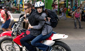Jeremy Renner y Rachel Weisz en El legado de Bourne
