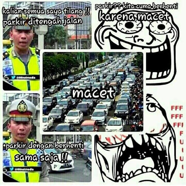 Meme Kocak Polisi Tilang Sopir Taksi Lagi Berhenti
