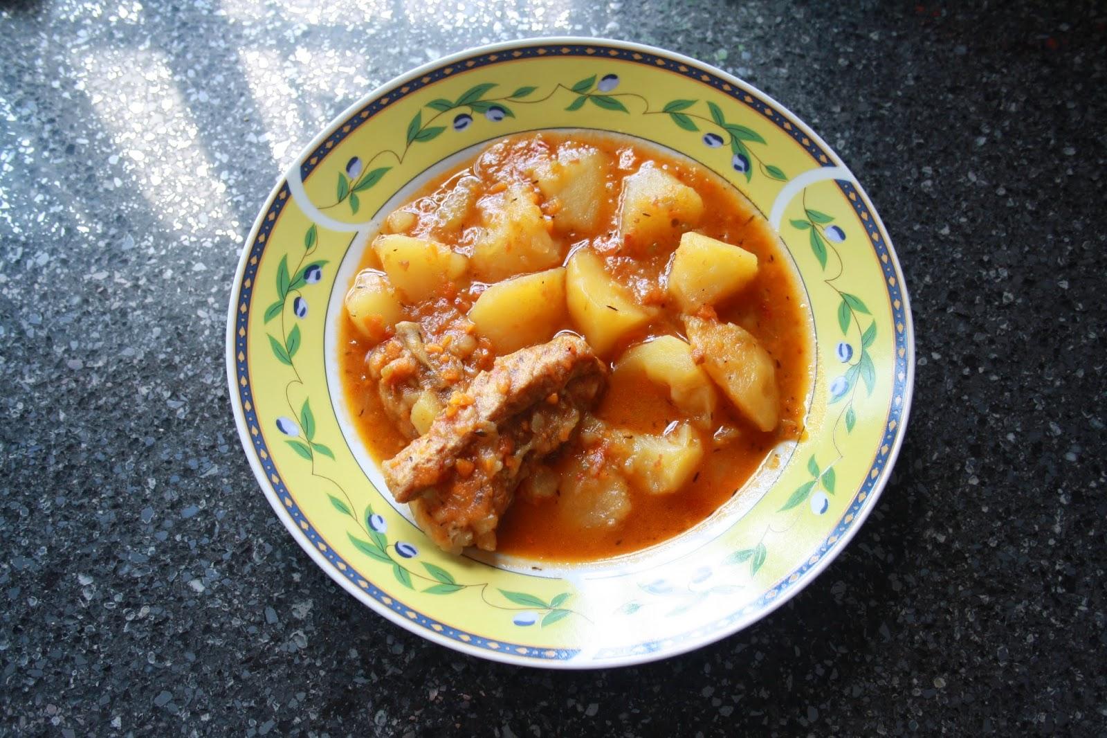 Con olla de barro costilla de cerdo con patatas - Patatas con costillas de cerdo ...