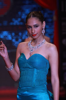 hasleen kaur miss earth 2011 contestant