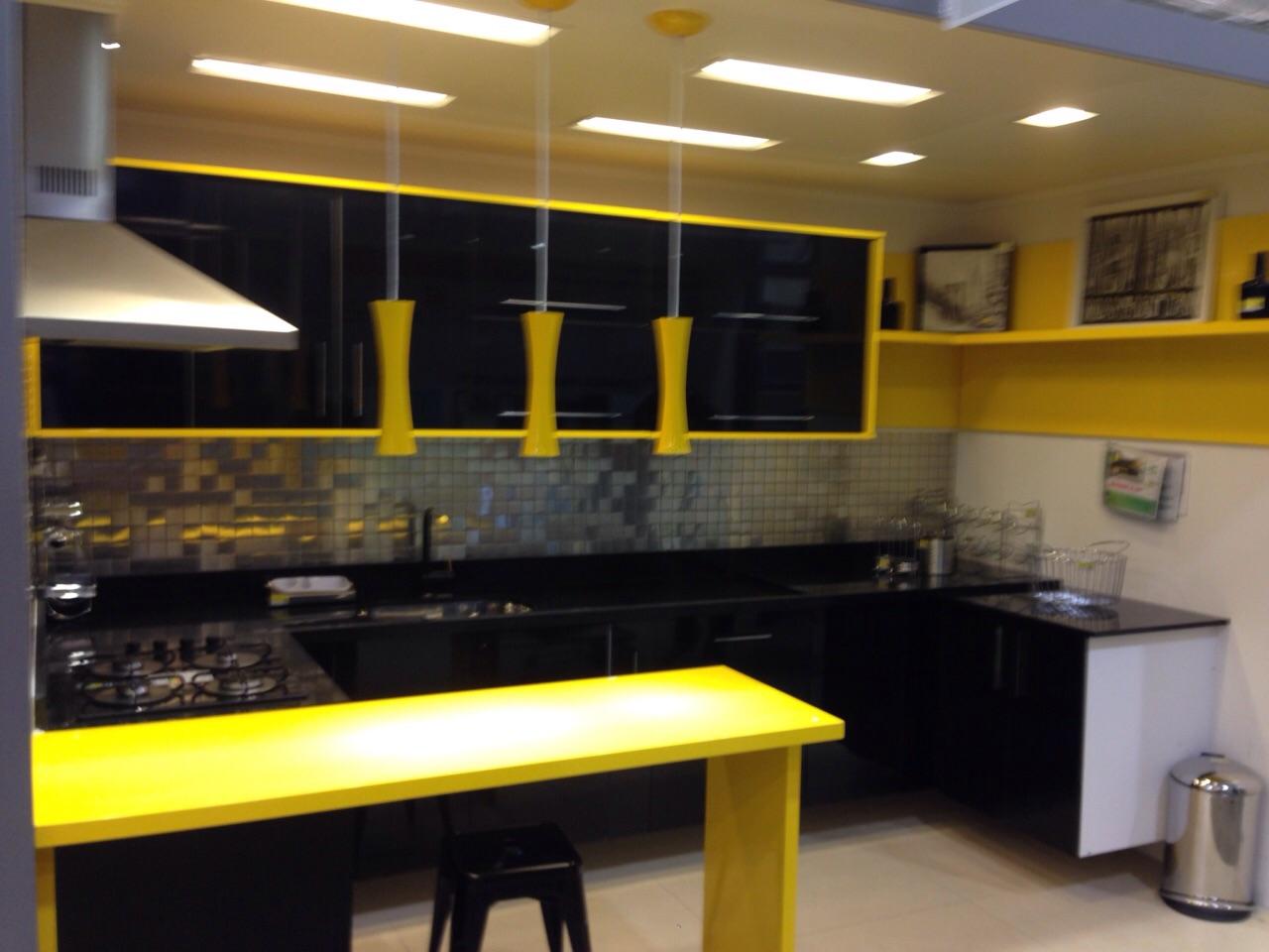 Armario De Cozinha Planejado Preto E Amarelo Beyato Com V Rios  ~ Cozinha Planejada Preta E Inox