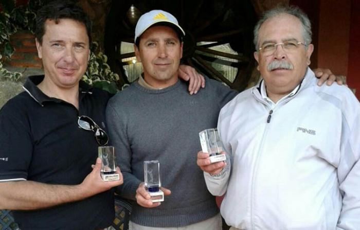 Carlos Rodilla en el centro junto al resto de ganadores, imagen  la pagina del golf