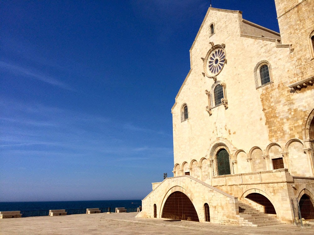 Trani_Puglia_Cattedrale_San_Nicola_Pellegrino_Castello_svevo