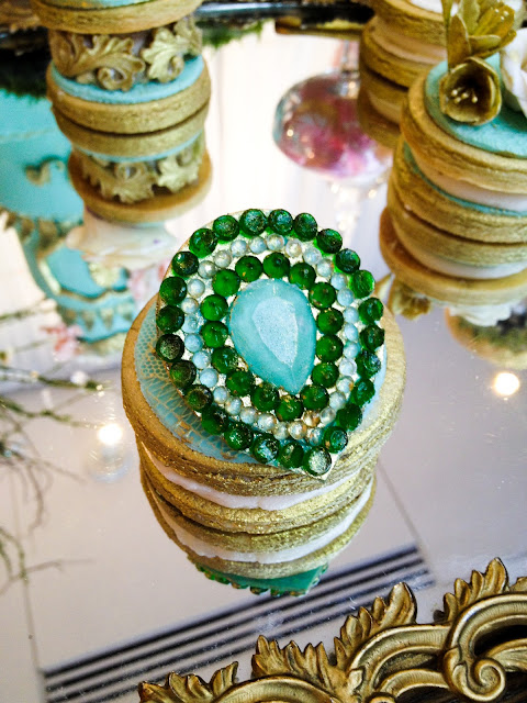 pantone emerald 2013 colour of the year vintage jewel couture designer cookie by Cupcake et Macaron Montreal