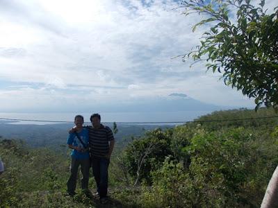 Berfoto bersama Om Deus di Puncak Mundi, Nusa Penida, Bali