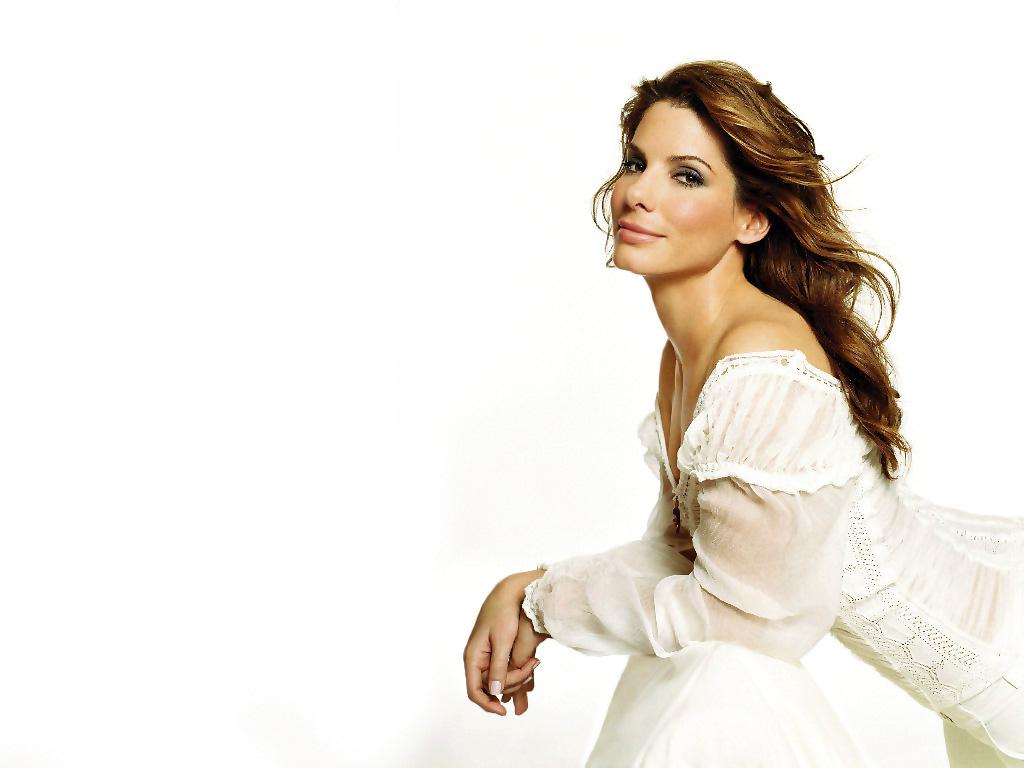 http://4.bp.blogspot.com/-V61KoBAtvtU/T9BZtNLJuuI/AAAAAAAAAF4/jP2NhIW0igE/s1600/Sandra-Bullock-Full-In-White.jpg