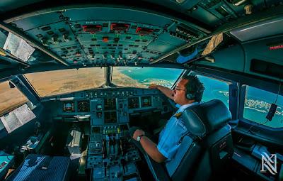 manejando un avión comercial