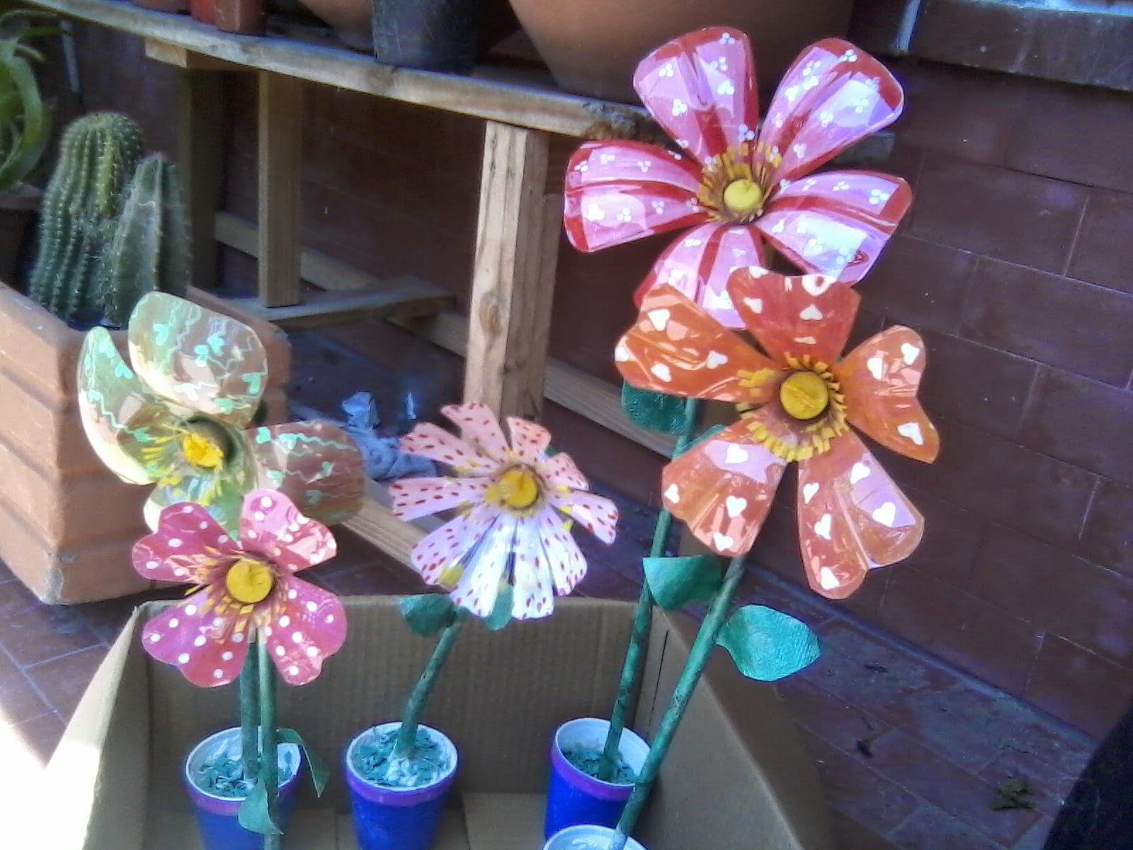 Flores y macetas hechas con botellas pl sticas manualidades - Manualidades de reciclaje faciles paso a paso ...