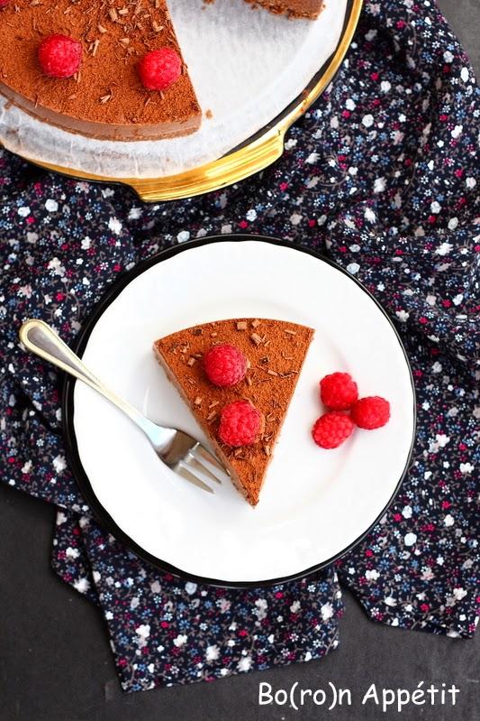 Sernik na zimno czekoladowy z malinami