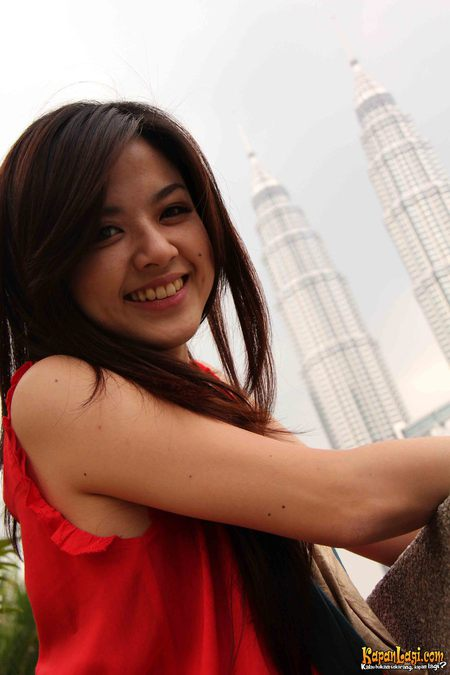 Galeri Foto Vj Franda - in Red Dress, Malaysia (01)...