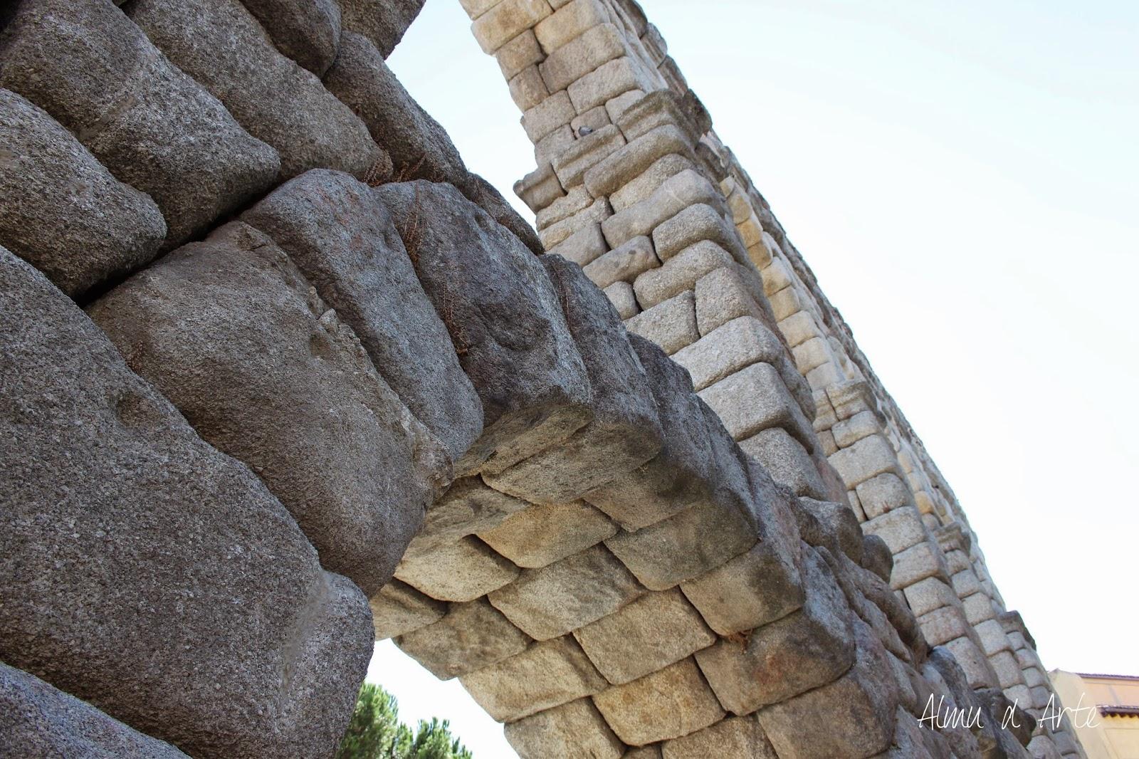 Sillares de granito del acueducto de Segovia