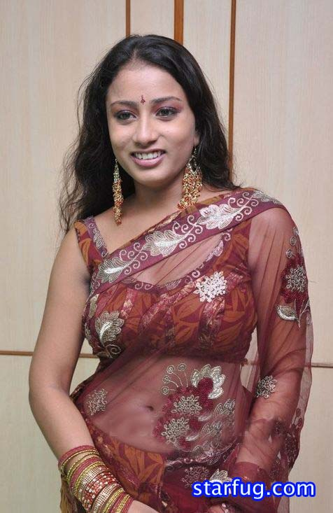 Indian Pretty Aunty Smilling Picture