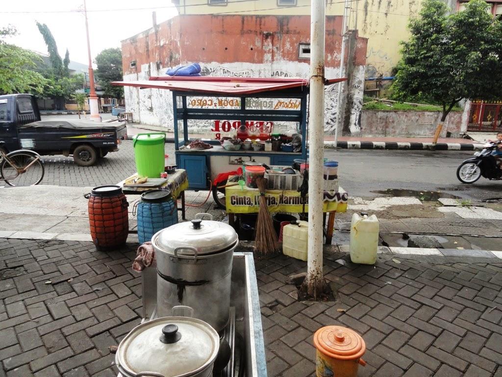 Geronak penjualan munuman Adon-adon Coro, Jepara