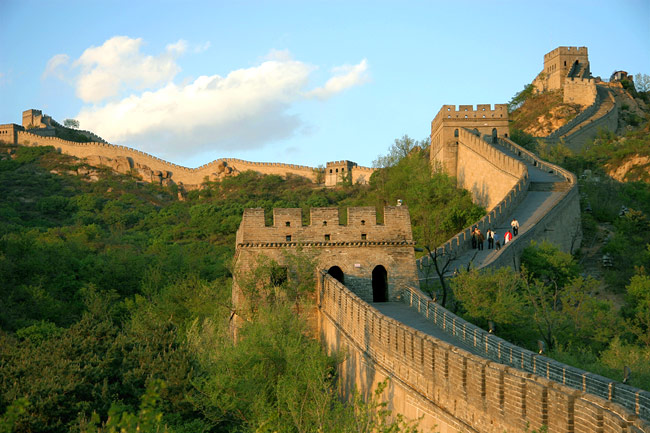 the great wall of china This lesson investigates the building of the great wall of china during the ming dynasty, and will utilize the story of the wall as a tool for introducing students to one period in the rich history of china.