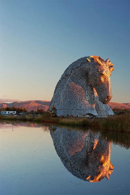 Stunning Views Giant Kelpies Horse Head Sculptures Tower