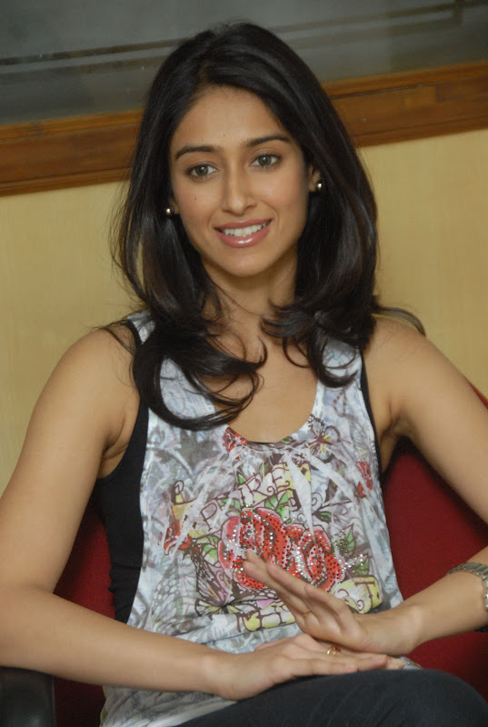 Ileana Latest Cute Pictures cleavage