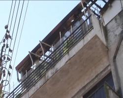 Πήδηξε στον κάτω όροφο και σώθηκε - Φωτιά σε πολυκατοικία σε κέντρο