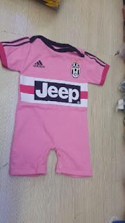 gambar desain terbaru jersey away juventus bayi foto photo kamera Jumper bayi Juventus away Adidas terbaru musim 2015/2016 di enkosa sport toko online terpercaya lokasi di jakarta pasar tanah abang