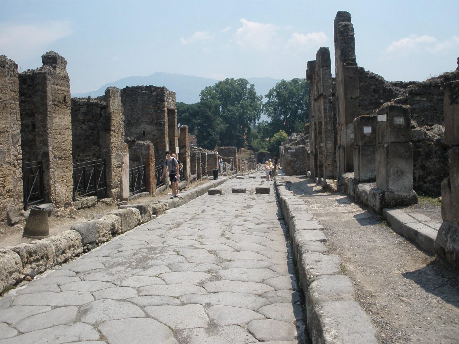 Pompeya, fue enterrada por la erupción del Volcán Vesubio en el año 79.