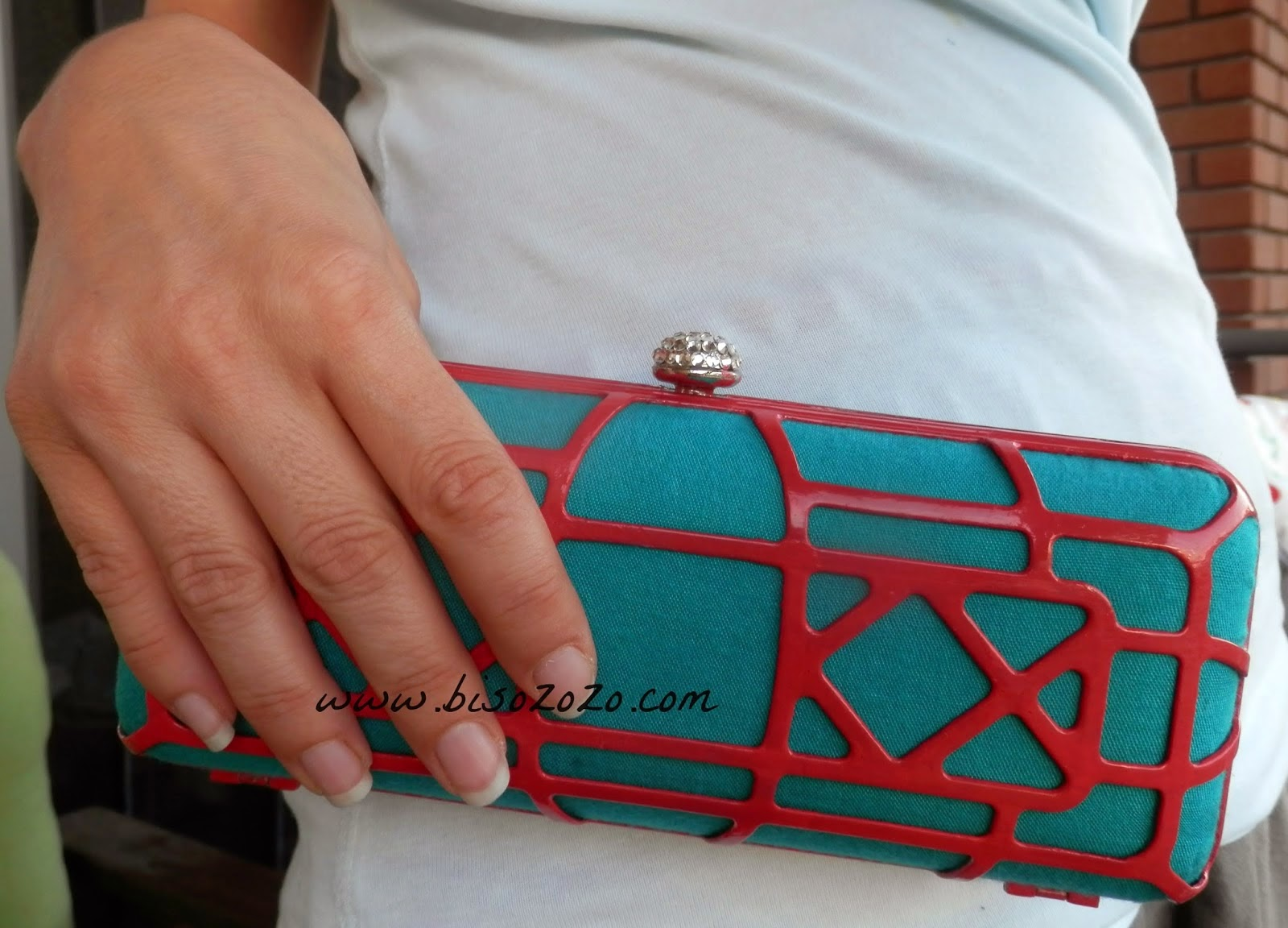 http://www.bisozozo.com/2014/06/nail-polish-and-fabric-clutch-retouch.html