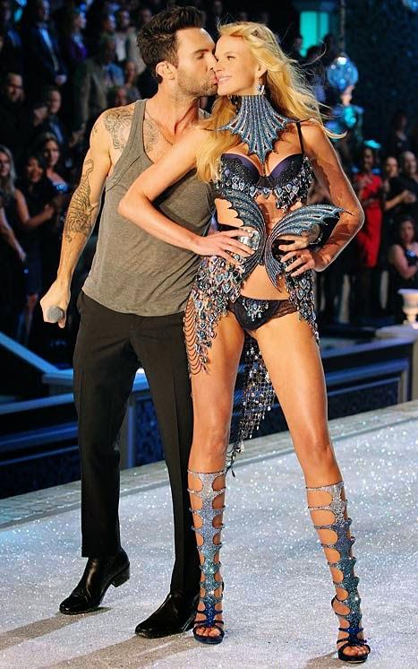 Anne Vyalitsyna Adam Levine Victoria  180 s Secret Behati Prinsloo Victorias Secret Adam
