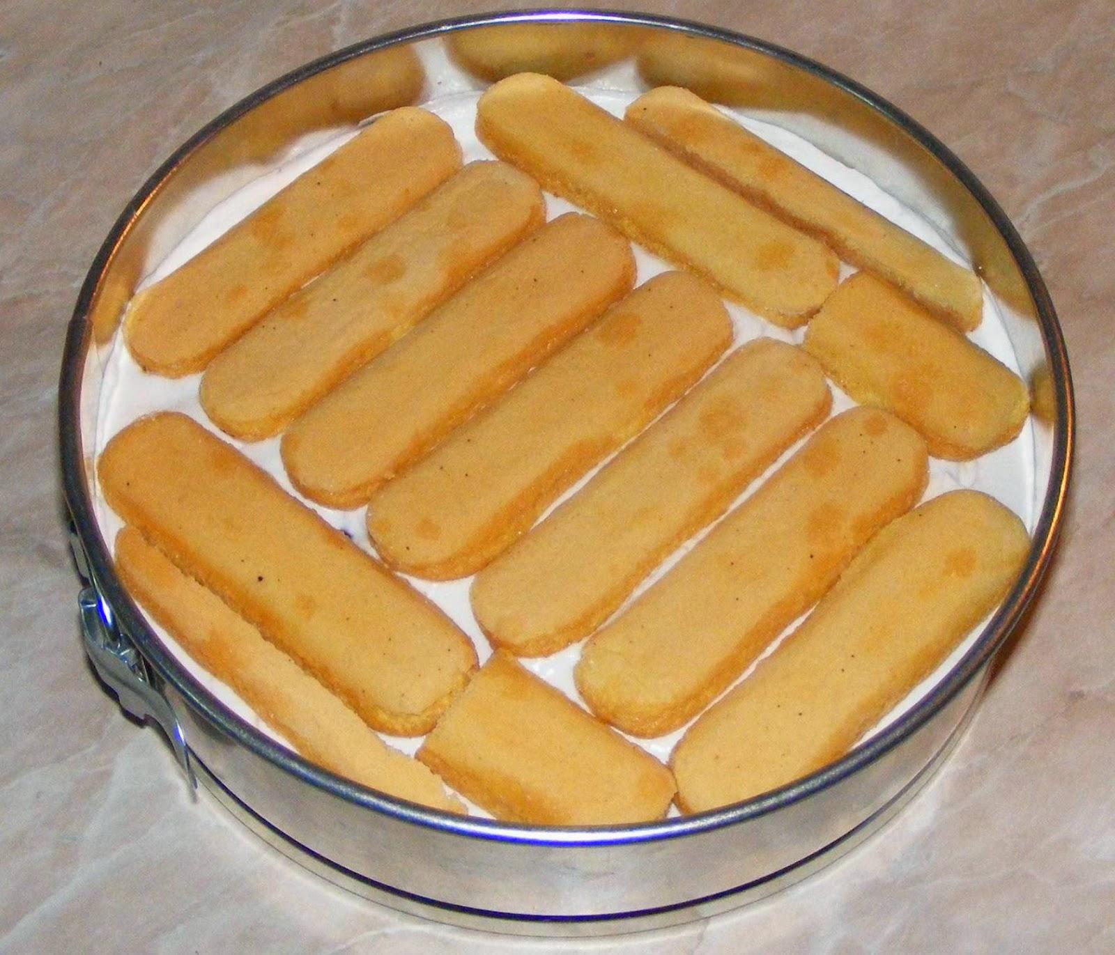 preparare tort, reteta tort, retete tort, cum se prepara un tort cu fructe, cum facem un tort cu visine si piscoturi, tort, torturi, prajituri, dulciuri, deserturi, preparare tort cu piscoturi,