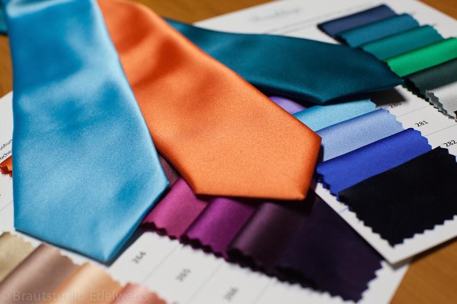 Farbwahl für Krawatte. Krawatten in verschiedenen Farben bestellen. Krawatte passend zum Abendkleid.