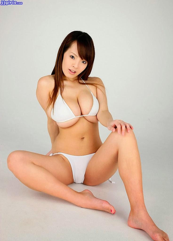 Hourglass body shape nude girl
