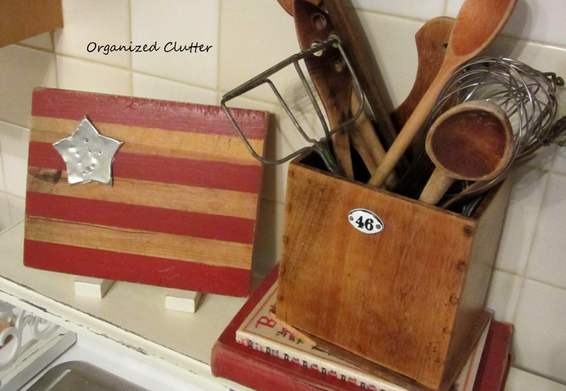 Patriotic Vignette with Cutting Board Flag www.organizedclutterqueen.blogspot.com