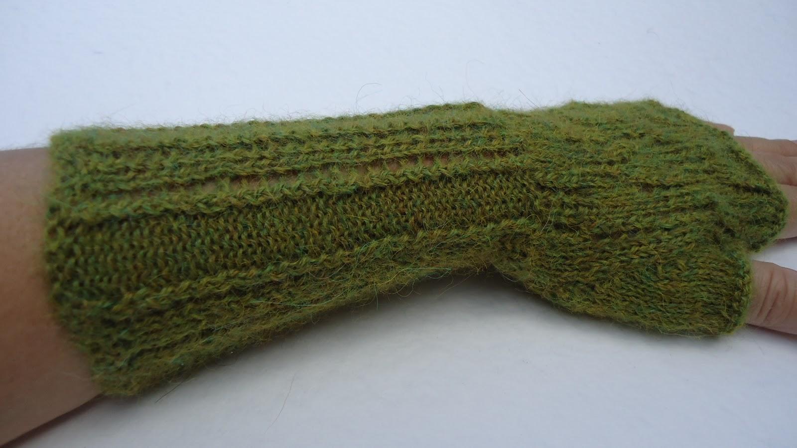 Alpaca Mittens Knitting Pattern : Knitting Across the Atlantic: Alpaca and Mitts