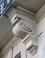 Console du balcon de l'hôtel de Lauzun 17 quai d'Anjou à Paris