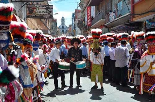 Miles de promesantes chunchos acompañan procesión de San Roque