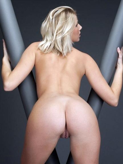 Danielle loves posing nude