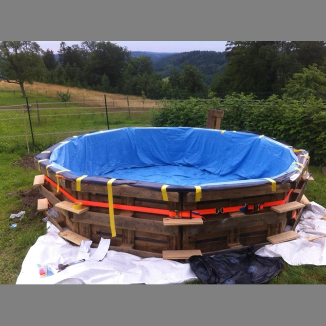 Transform Empty Backyard : Make Your Own Swimming Pool From 9 Pallets  Do it yourself ideas and
