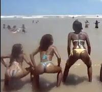 chicas en tanga en playa