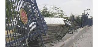 otomobil harp okuluna uçtu