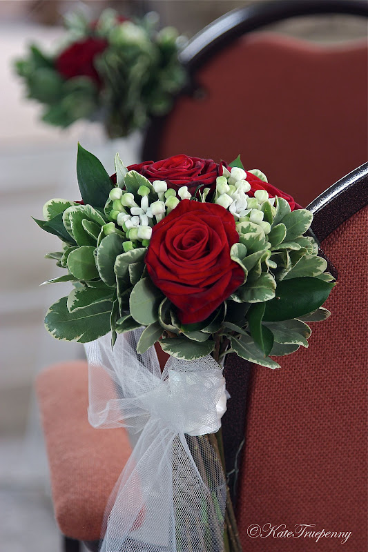 wedding flowers blog claire 39 s red and white wedding flowers sarisbury green church. Black Bedroom Furniture Sets. Home Design Ideas