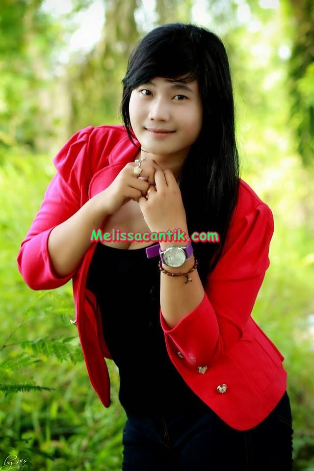 Foto Model Amatir Cantik Seksi Kelas 3 SMA Tobrut Susunya